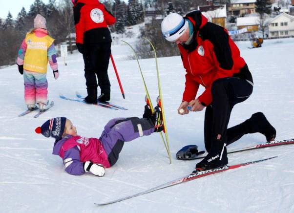 5e60956a Ski, støvler, staver, klær og smøring - hva er viktig å tenke på når du  skal velge utstyr til barna? Her får du våre beste tips